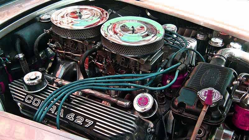 imagen en la que salen los elementos que forman el motor de un coche
