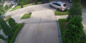 """Vídeo: el agujero que """"atrae"""" a los coches"""